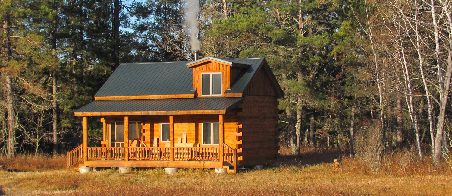 Small log home cabin in the North Woods
